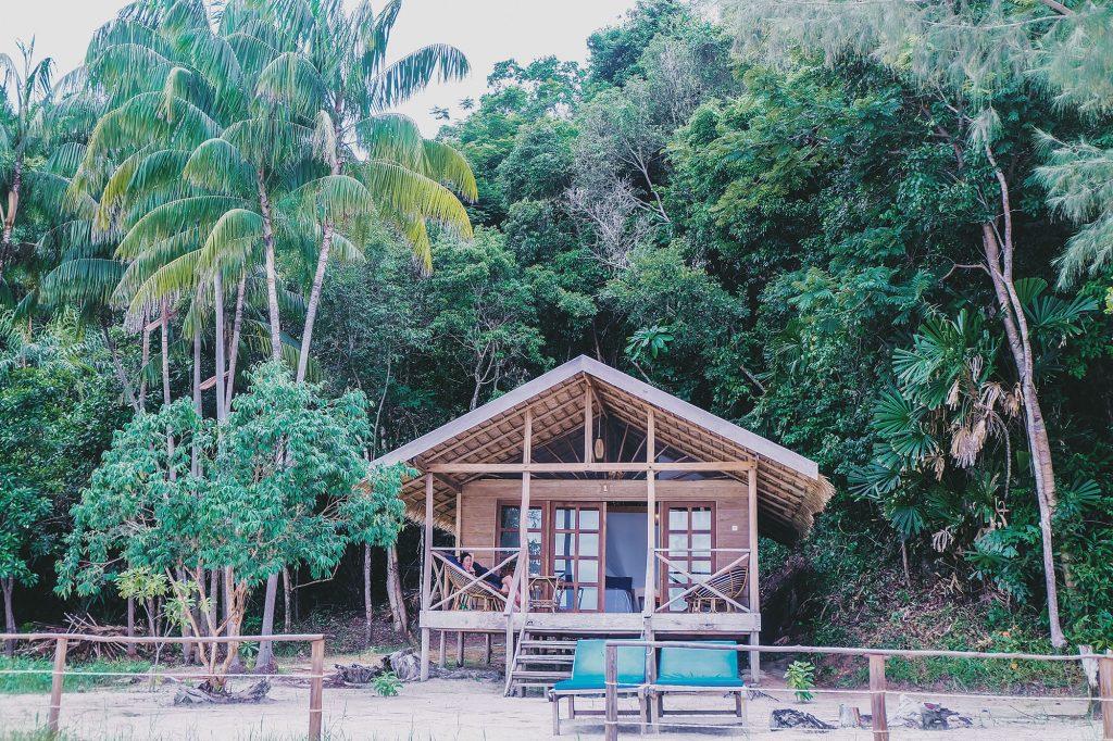 Koh Rong Samloem có nhiều bungalow có view ngắm biển rất là rì lách nhé. Rất thích hợp cho ai thích nghỉ dưỡng.