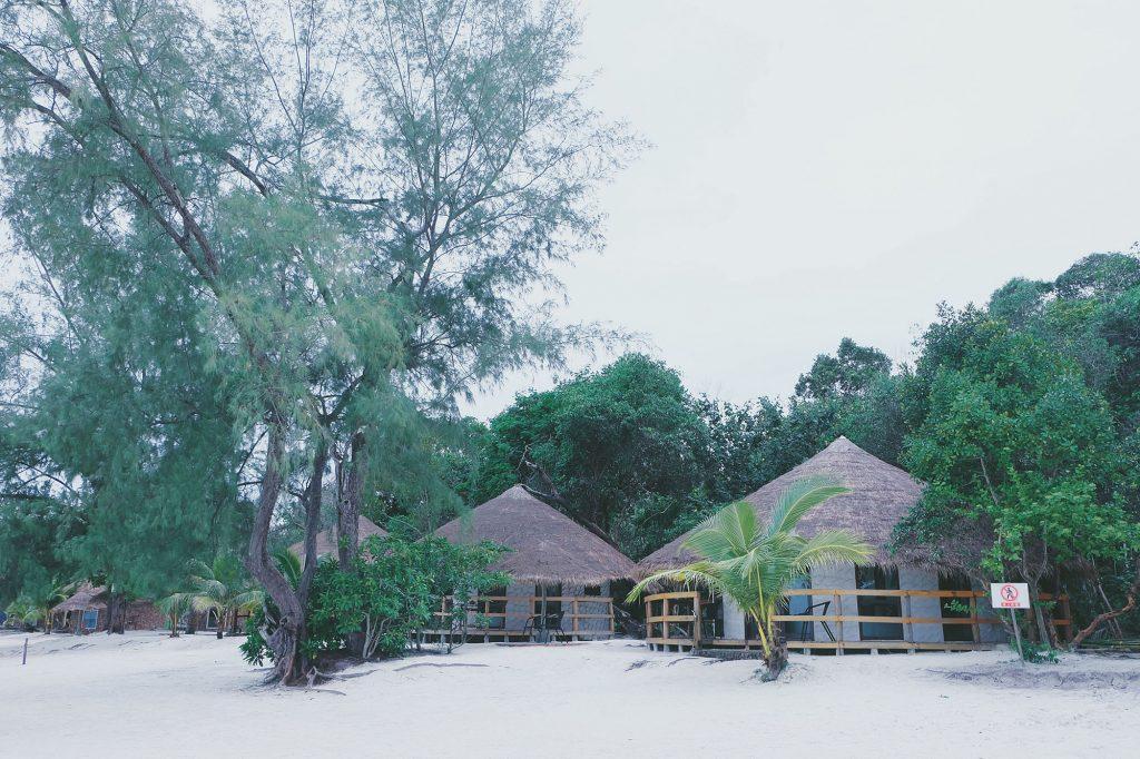 Những bungalow độc đáo và dễ thương ở Koh Rong Samloem