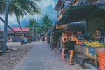 Vài sạp hàng bán trái cây trên đảo Koh Rong. 1usd 1 ly nhé.