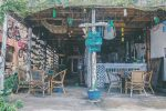 Một quán cà phê dễ thương trên đảo Koh Rong.