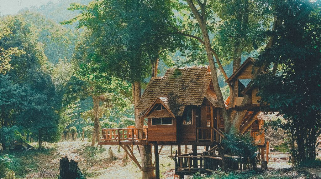 chiang-mai-cottage-tree-house-wooden-house-from-far